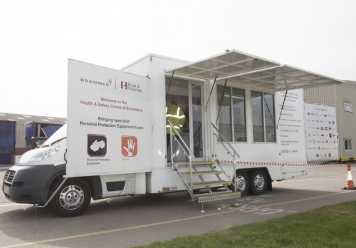 5,500 Kgs Motorised Display vehicle with pod